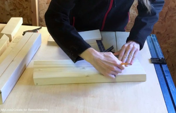 Marking Legs For Center Support Easy DIY Bench, MyLove2Create