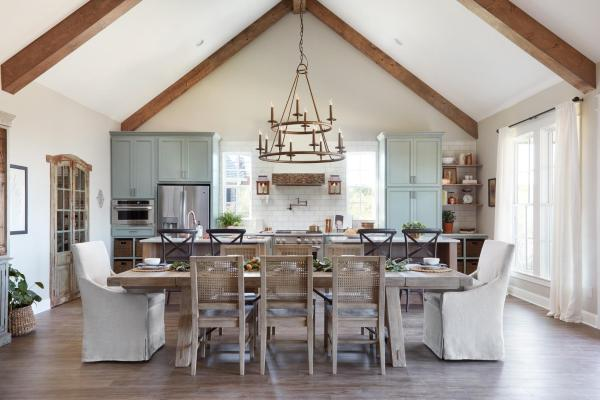 """Tips and sources for decorating and designing a farmhouse dining room 