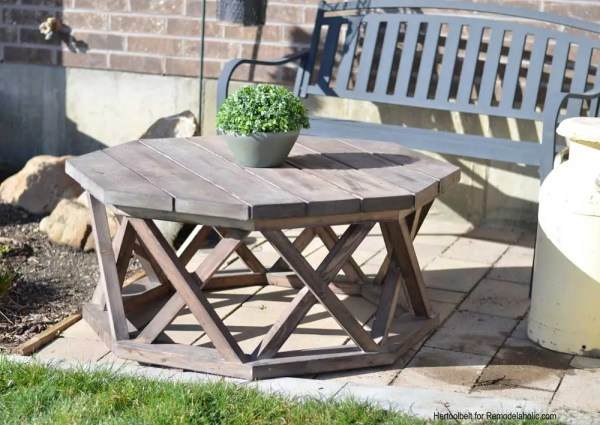 Outdoor Woodworking Furniture Plans | Build an octagon shaped DIY outdoor coffee table featuring farmhouse X legs.