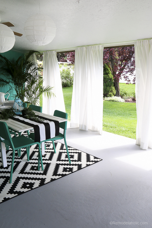 Outdoor Dining Room With IKEA Furniture @Remodelaholic 20