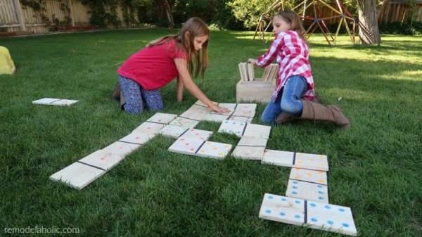 Diy Yard Dominoes Tutorial Printable Scorecard And Games #remodelaholic