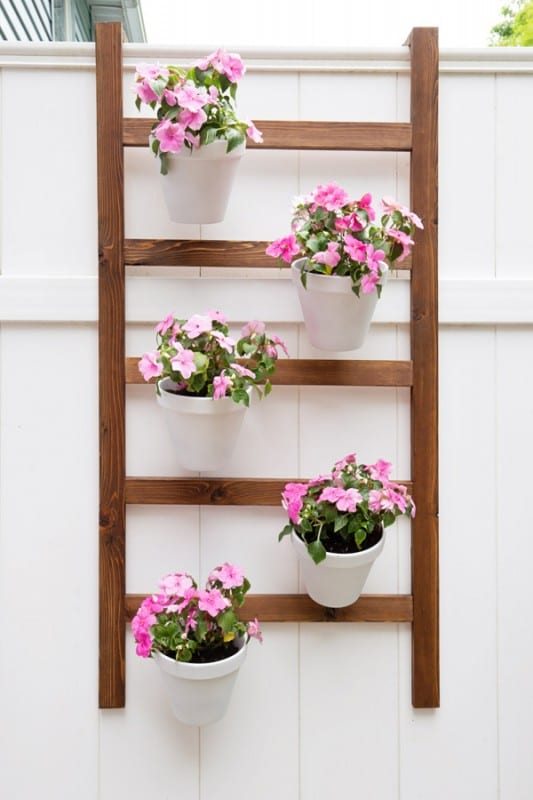 Build An Easy Vertical Planter Wall Ladder Angela Marie Made Featured On Remodelaholic
