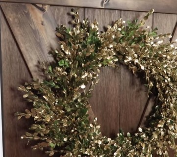 Easy DIY Fresh Boxwood Wreath with Gold Accents — FREE Fall Decor!