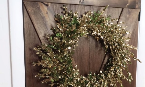 DIY Fresh Boxwood Wreath In Gold | Turn boxwood trimmings into a fresh wreath -- so easy, and free! #remodelaholic