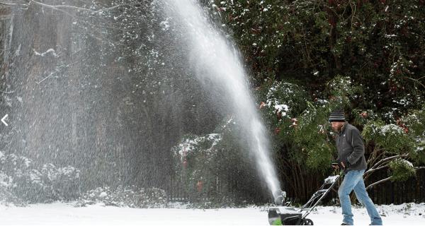 Snow Blowint Hte Yard