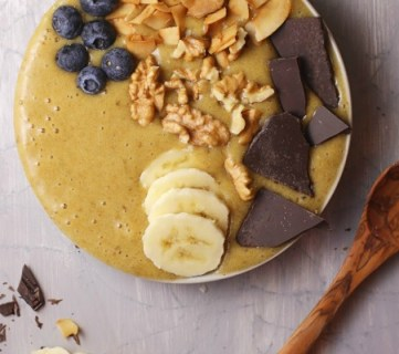 How To Make A Breakfast Banana Smoothie Bowl With Turmeric #remodelaholic