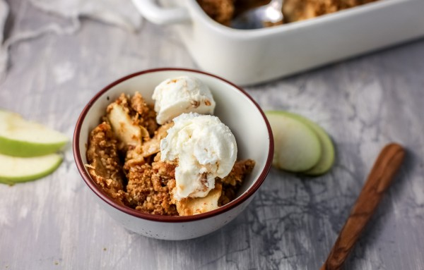 Serve Gluten Free Apple Crisp With Vanilla Ice Cream #remodelaholic