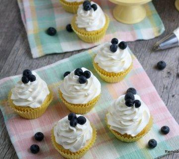 Fresh Lemon Cupcake Recipe, Remodelaholic (1)