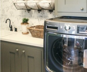 Cute Cottage Laundry Room Idea