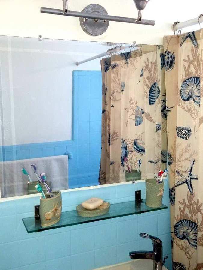 Small Bathroom Color Ideas-Blue, White, Beige