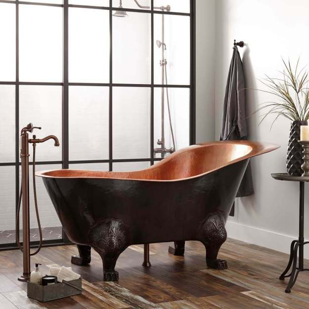 Free-standing metal bathtub