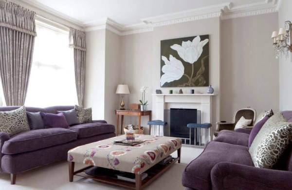 Decorative Crown Molding in a Living Room