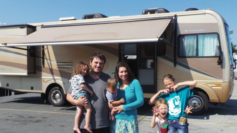 RV Remodeling Team - Leo, Lena, Kids & 2005 Fleetwood Southwind Motorhome/RV