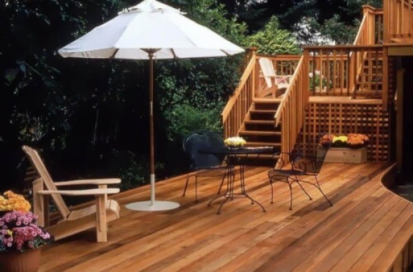 Two-level Cedar Deck