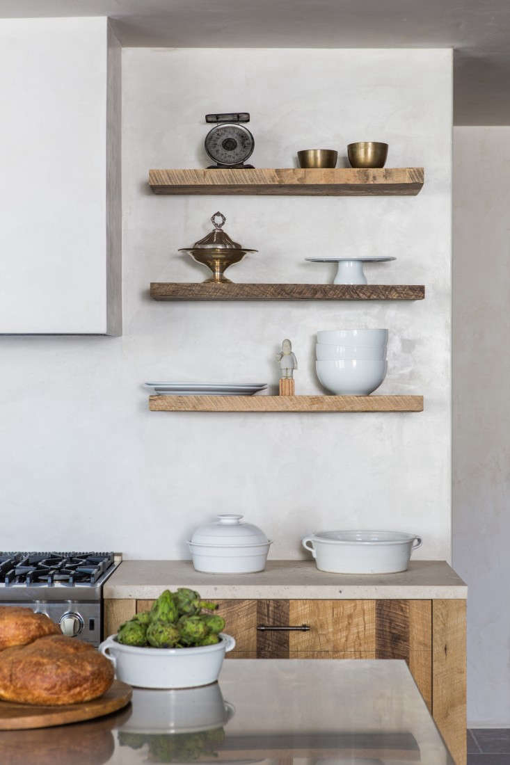 Tadelakt kitchen wall in Leigh-Herzig-spec-house-West-Hollywood-photographed-by-Laure-Joliet