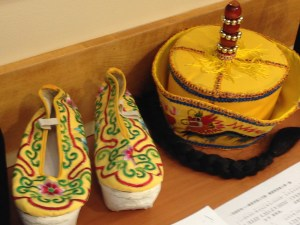 Men's shoes and ornamented hat