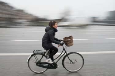 Ciclista a Copenaghen, 2015 - Nikon D810, 16mm (16-85mm ƒ/3.5-5.6) 1/20sec ƒ/20 ISO 400