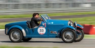 La coppia di argentini composta da Juan Tonconogy e Guillermo Berisso, sulla Bugatti T 40 numero 33 del 1927. Primi classificati - Nikon D810, 85mm (85.0mm ƒ/1.4) 1/50 ƒ/14 ISO 64