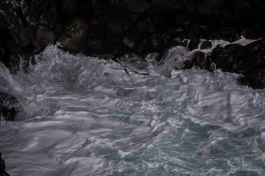 A seagull flying down the cliff of Öndverðarnes. Nikon D750, 400 mm (80-400.0 mm ƒ/4.5-5.6) 1/1250 sec ƒ/7.1 ISO 800