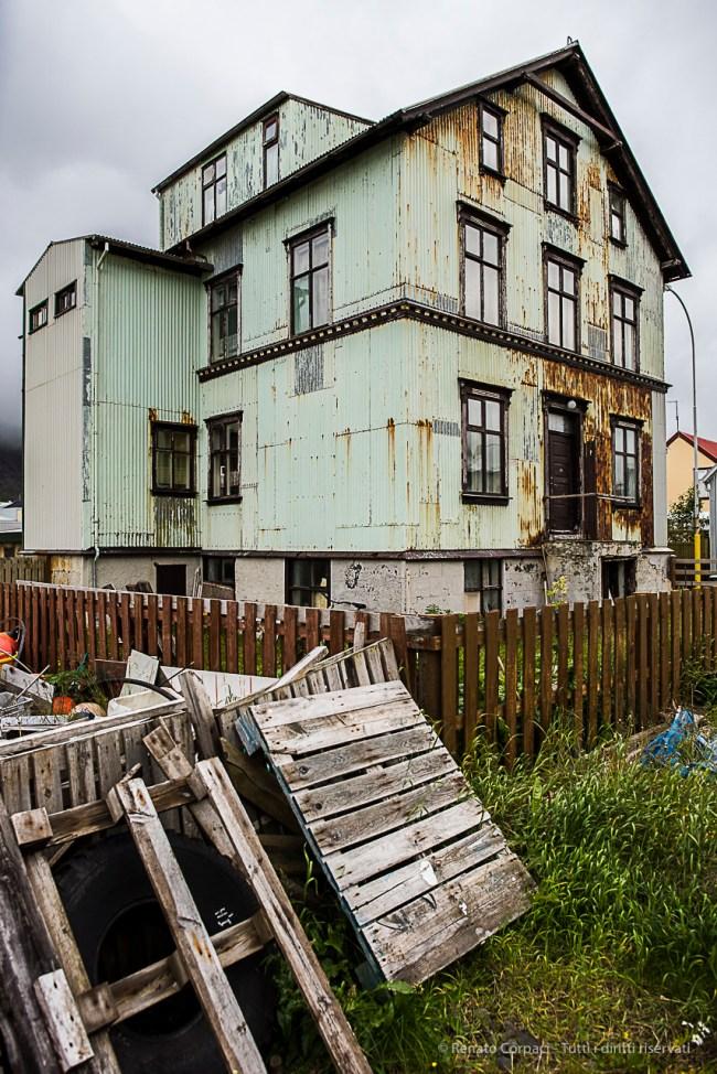 A house in the town of Isafjörður. Nikon D810, 24 mm (24-120.0 mm ƒ/4) 1/500 sec ƒ/4 ISO 800