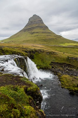 The fall at Kirkjufellsfoss and the Kirkjufell mountain near Grundafjördur. Nikon D810, 24 mm (24-120.0 mm ƒ/4) 1/800 sec ƒ/5.6 ISO 64