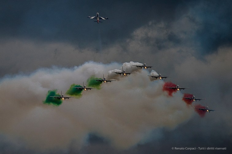 "Frecce Tricolori, ""Big Wing And Return Of The Soloist"". Nikon D810, 400 mm (80-400.0 mm ƒ/4.5-5.6) 1/2000 sec ƒ/5.6 ISO 1250"