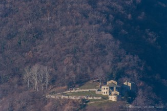 Abbazia romanica di San Pietro al Monte vista dal Monte Barro - Nikon D810, 800mm (80-400 ƒ/4.5-5.6 con duplicatore) 1/500sec ƒ/13 ISO 500