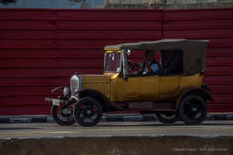 """Vintage cars are a distinctive feature of Cuba and l'Habana is a showcase of these outdated items. Nikon D750, 400 mm (80-400.0 mm ƒ/4.5-5.6) 1/320"""" ƒ/10 ISO 100"""