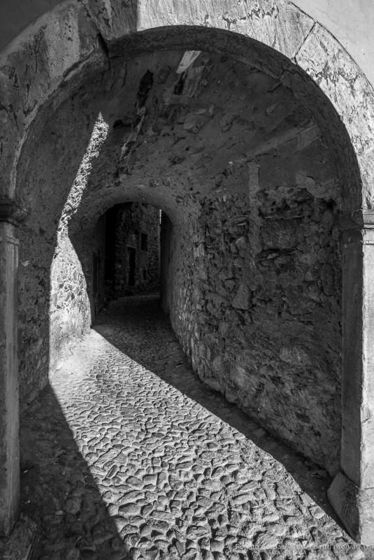 "A pedestrian passage in Ponte in Valtellina. Nikon D810, 20 mm (20,0 mm ƒ/1.4) 1/200"" ƒ/4.5 ISO100"