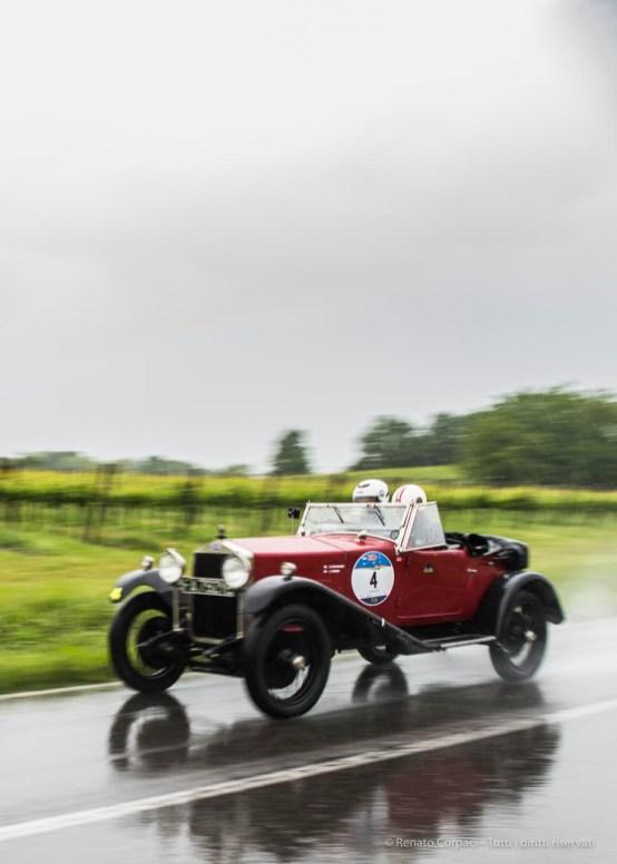 """Luca Patron ed Elena Scaramuzzi, giunti al secondo posto, su O.M. 665 Superba Sport 2000 CC del 1926. Nikon D810, 24 mm (24.0mm ƒ/1.4) 1/80"""" ƒ/2.5 ISO 64"""