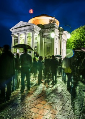 "The crowd in front of the monument dedicated to Alessandro Volta. Nikon D810, 24 mm (24.0 mm ƒ/1.4) 20"" ƒ/8 ISO 64"