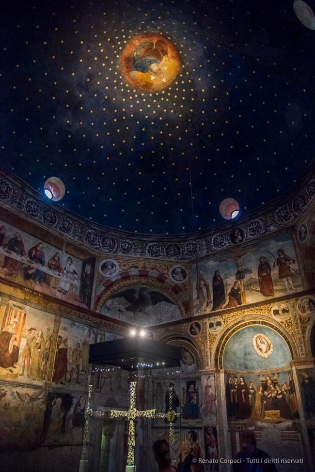 "The round chapel of Santa Maria in Solario, Nikon D810, 24 mm (24-120.0 mm ƒ/4) 1/60"" ƒ/4 ISO 12800"