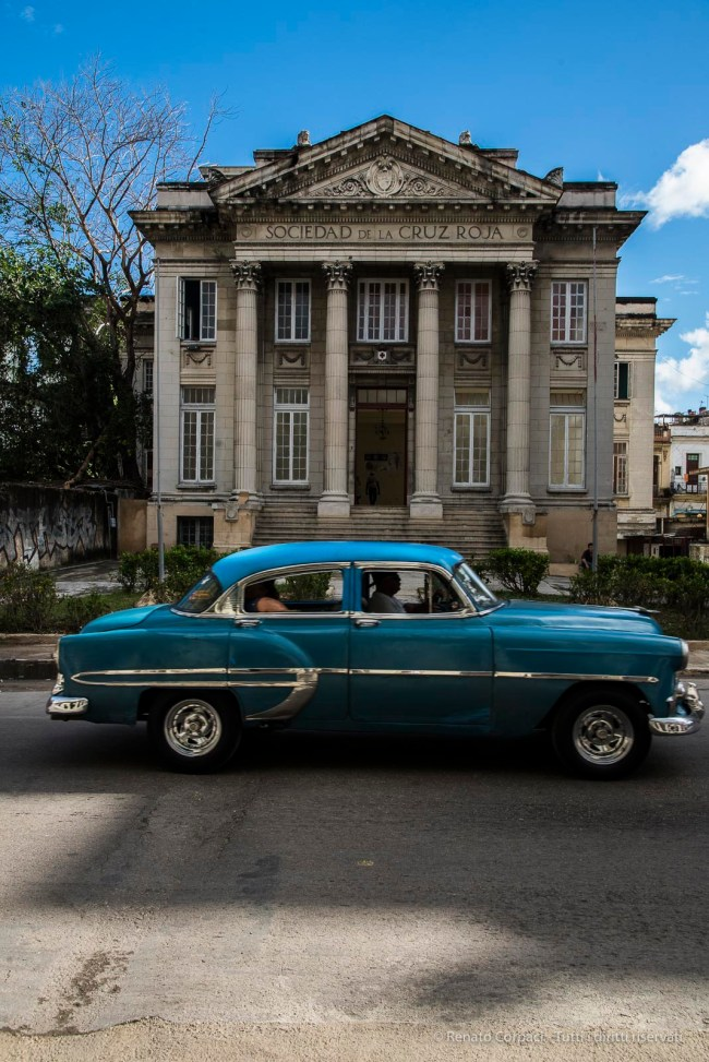 The old headquarters of the Red Cross. Habana, Cuba, January 2016. Nikon D810, 30 mm (24-120.0 ƒ/4) 1/500″ ƒ/11 ISO 800.