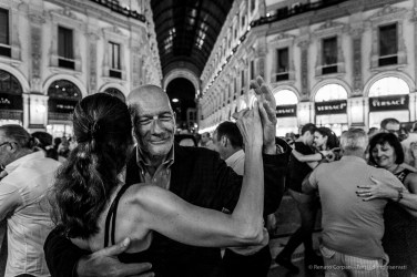 Dancing into Nirvana. An evening of Tango in the Milano Galleria Vittorio Emanuele II, June 2018. Nikon D810, 24 mm (24-120 mm ƒ/4) 1/125 mm ƒ/4 ISO 8000