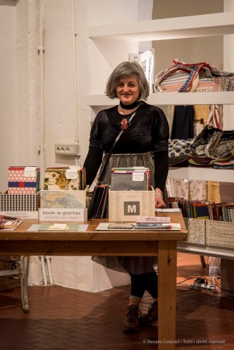 Designer Marina Buttazzoni with its book-a-porter, a practical book purse to take with you wherever you go.