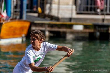 """A young competitor leading the race attendant the Historical Regatta. Canal Grande, Venice, September 2018. Nikon D750, 400 mm (80-400 mm ƒ/4.5-5.6) 1/1250"""" ƒ/7.1 ISO 360"""
