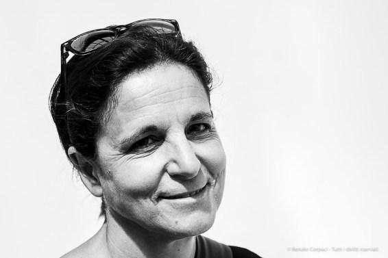 Anna Santi, curious woman. Milano, April 2019. Milano, April 2019. Nikon D810, 85 mm (85 mm ƒ/3,5) 1/160 ƒ/5.6 ISO 100