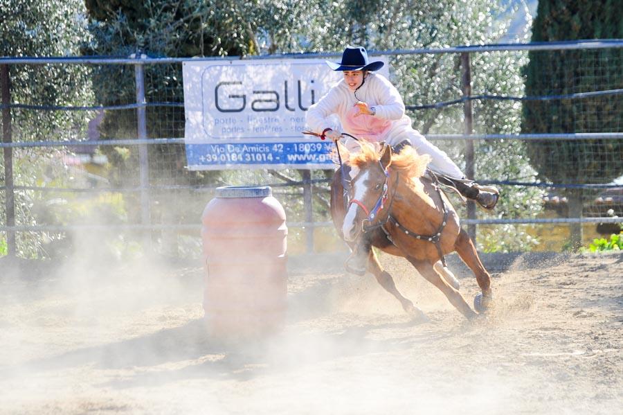 Foto di gare di Barrel Racing a Ventimiglia