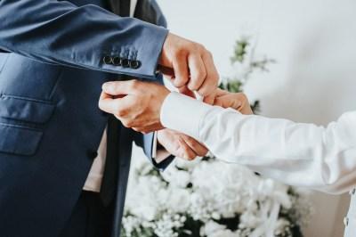 Dettaglio preparazione sposo
