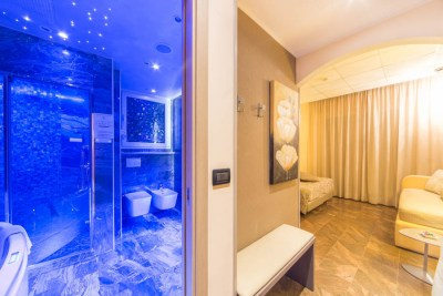 Foto della camera da letto e bagno di un Hotel a Diano Marina