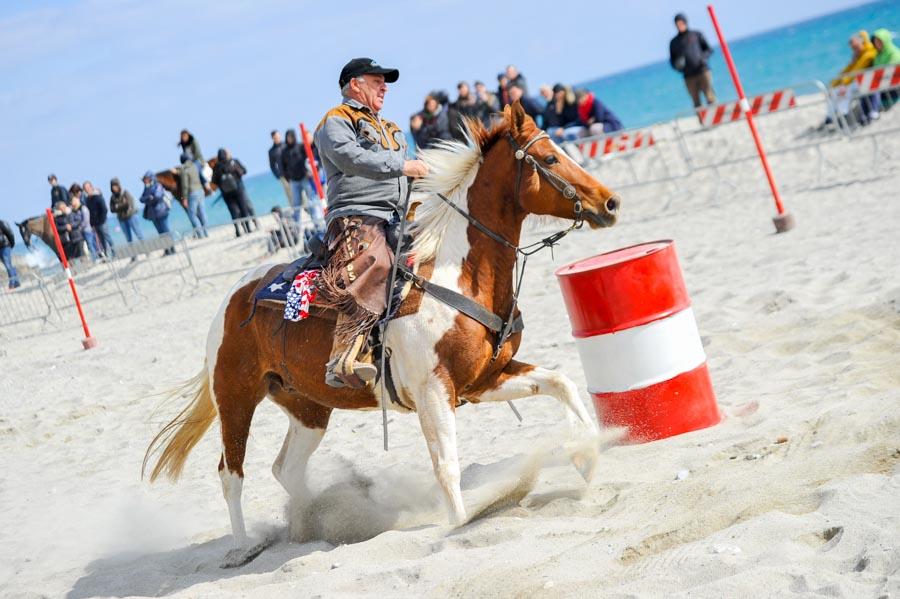 Foto di equitazione durante la manifestazione borghettowest