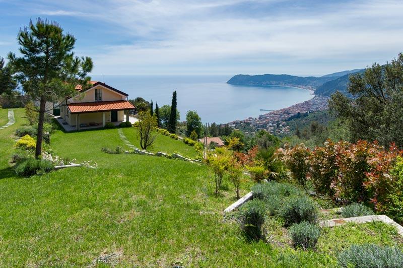 immagine di una villa in vendita ad Alassio