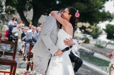 Abbraccio sposi matrimonio Civezza
