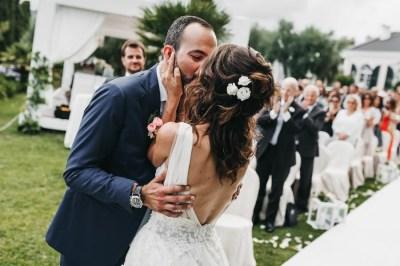 Bacio sposi matrimonio civile