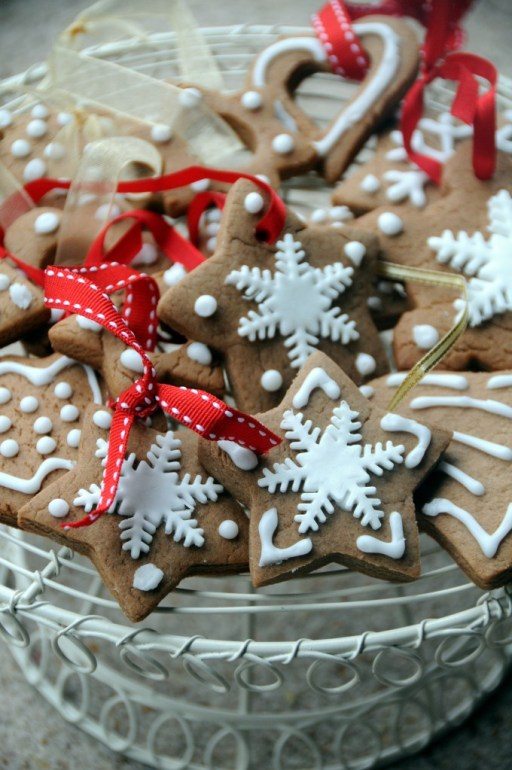 Star shaped gingerbread pierniczki cookies on a wire basket