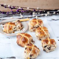 Recipe: Chocolate Chunk Hot Cross Buns with a Maple Glaze