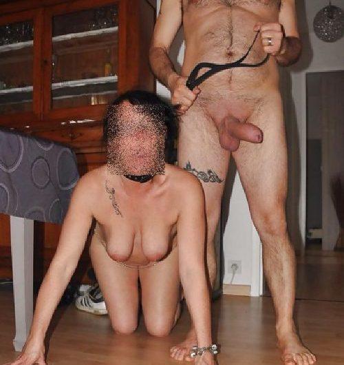 Chienne Candice pour servir ses maitres et offrir son anus graissé