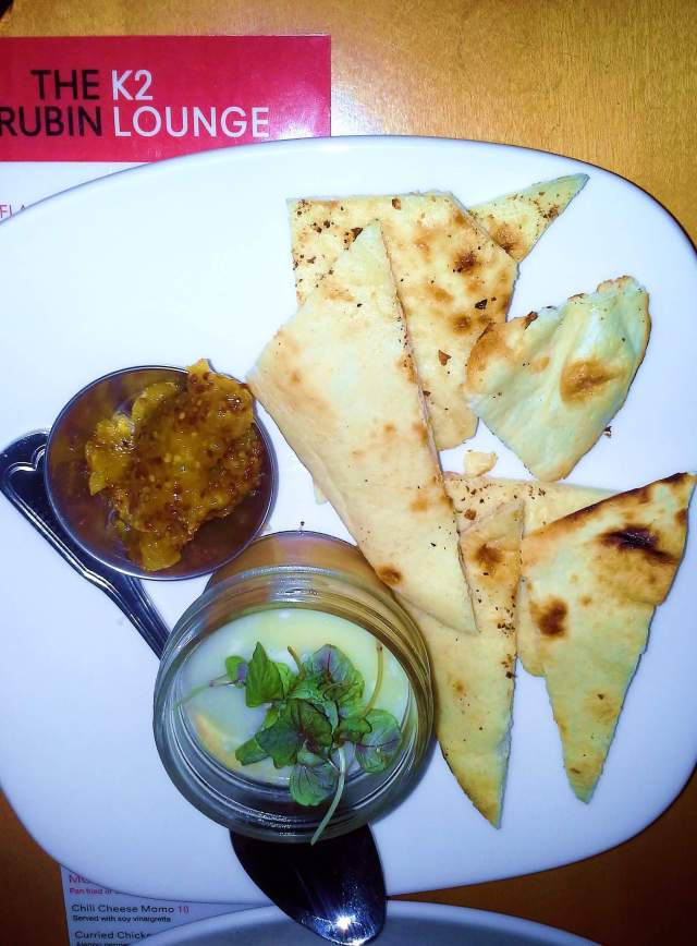 Chicken foie gras with pita and chutney