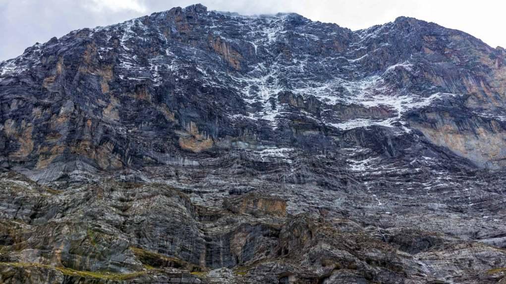 Spektakulär direkt unter der Eiger Nordwand zu stehen