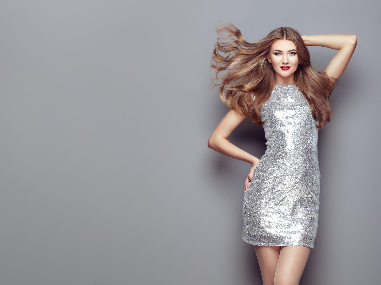 Sprawdz Najmodniejsze Stylizacje Ze Srebrna Sukienka I Przekonaj
